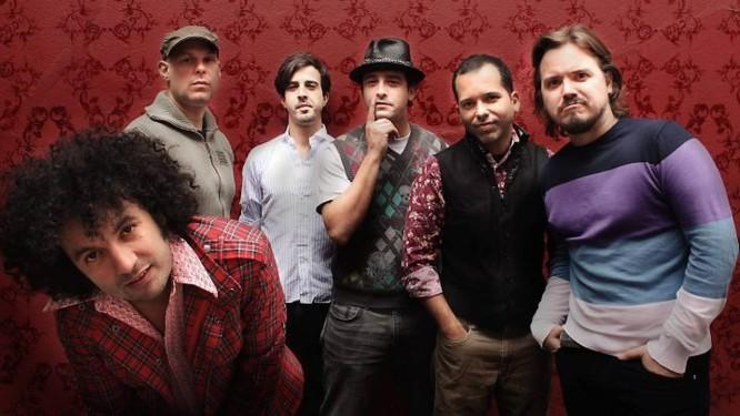 José Luis Pardo (à esq.) e Los Amkigos Invisibles: show com Seu Jorge na sexta-feiradivulgação