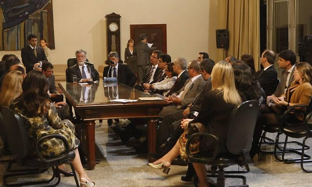 Reunião com o presidente do TJ, Manoel Alberto Rebêlo, e juízes para formação de força tarefa. Foto Marcos Tristão
