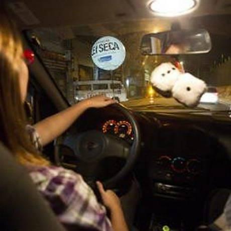 Amigas saem para beber e elegem a motorista da rodada. Foto: Guito Moreto