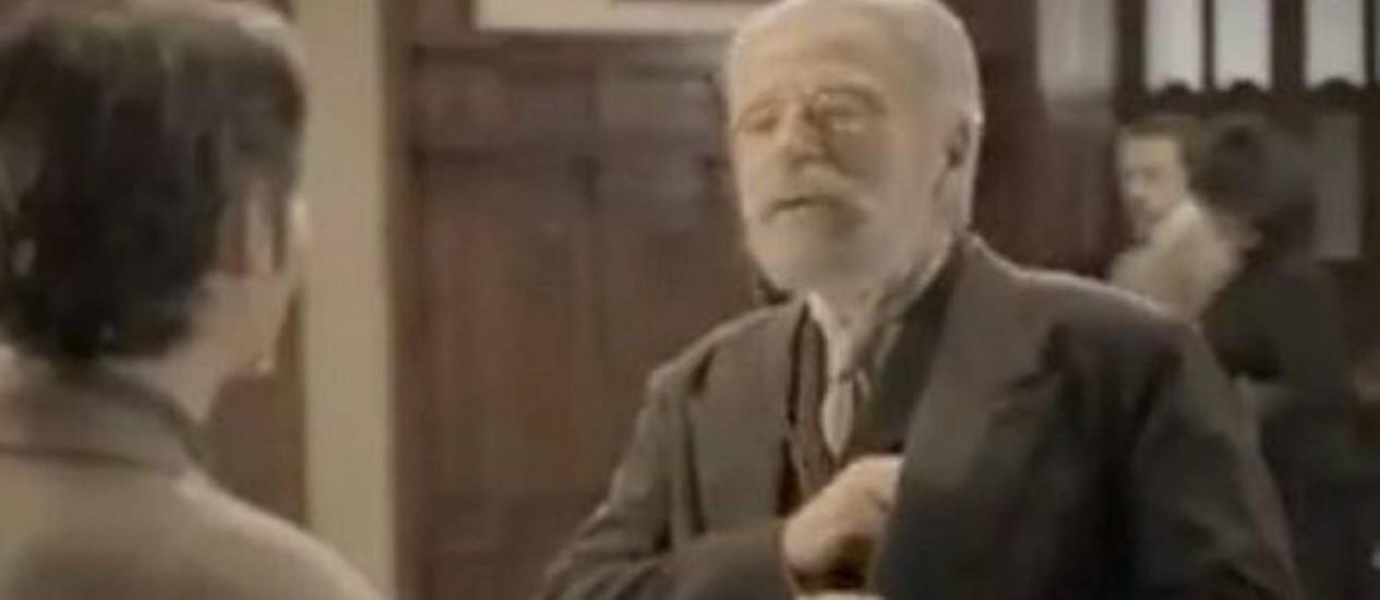 Ator branco interpreta Machado de Assis em comercial da Caixa - Reprodução