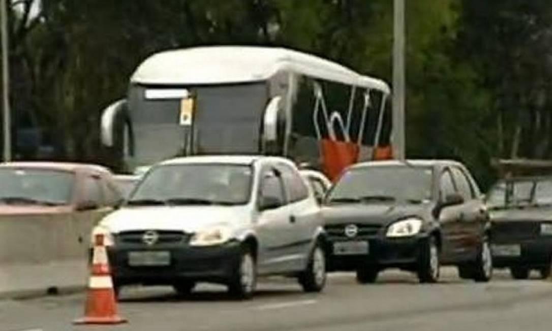 Nesta quinta-feira, CET testou faixa exclusiva para carros com mais de um ocupante