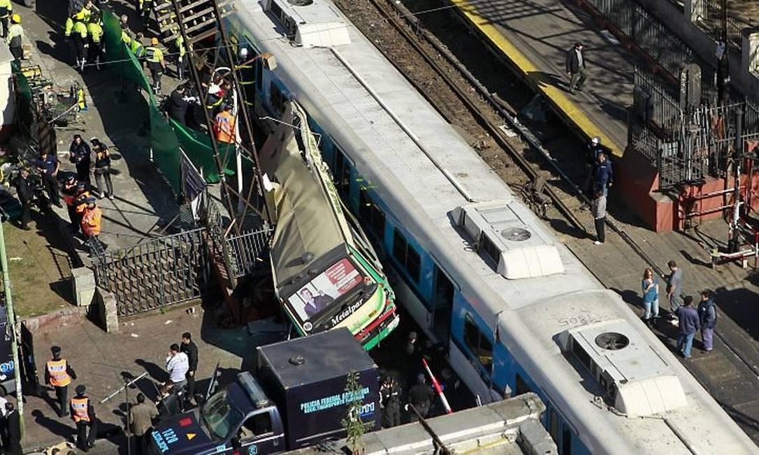 O ônibus destruído por um dos trens AFP