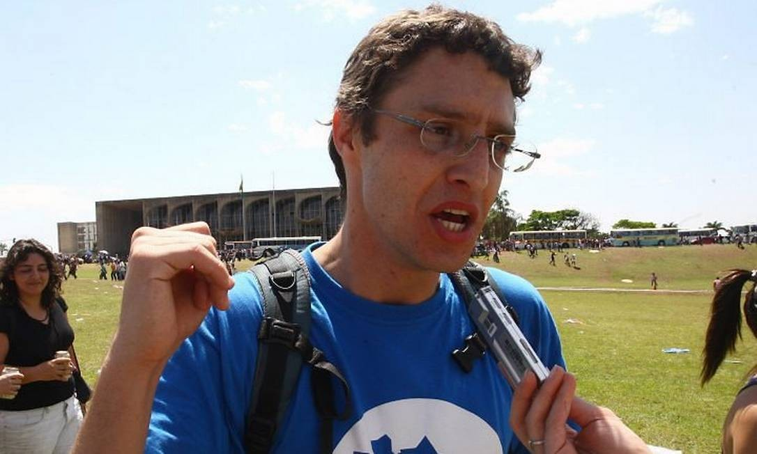 O presidente da União Nacional dos Estudantes (UNE), Daniel Iliescu, em frente ao Congresso durante manifestação em Brasília que encerra o ?Agosto Verde Amarelo. Foto: Givaldo Barbosa