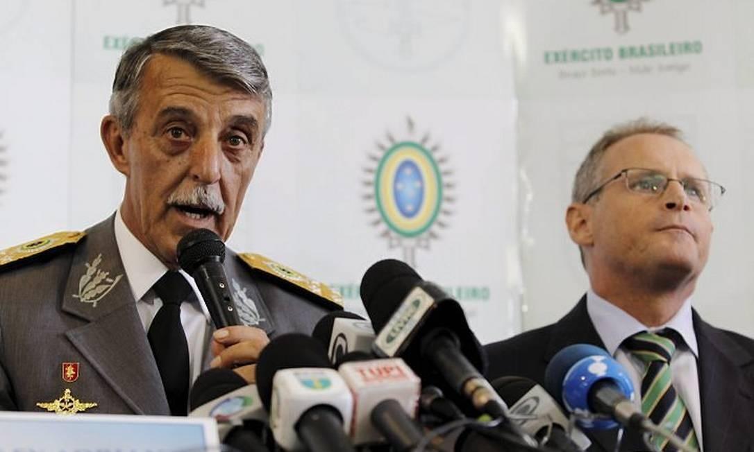 O chefe do Comando Militar do Leste, general Adriano, e o secretário de Segurança, José Mariano Beltrame Foto: Márcia Foletto - O Globo