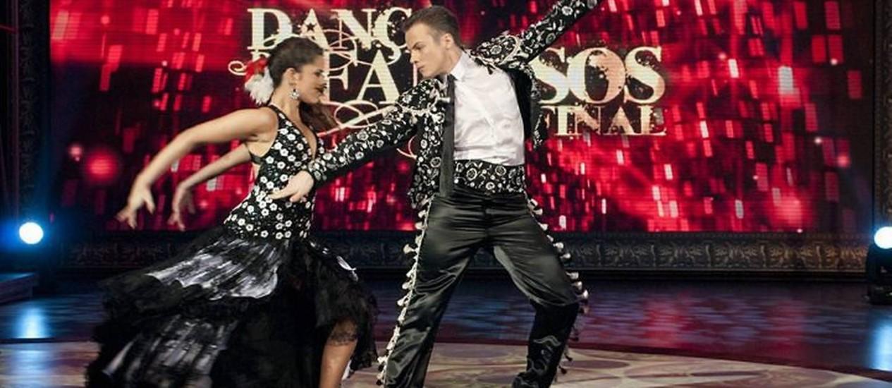 Miguel Roncato e Ana Flávia dançam o paso doble