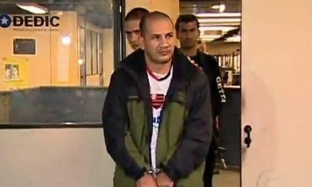 O ex-PM Carlos Ari Ribeiro, o Carlão, fugiu do BEP, onde estava preso Foto: reprodução TV Globo