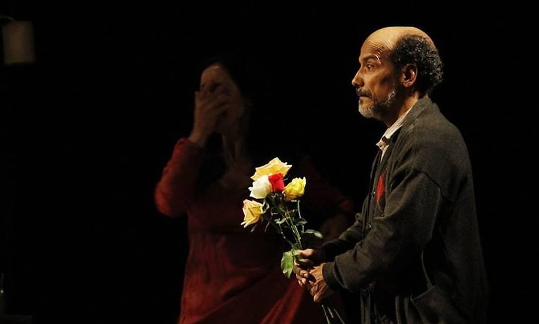 ANTONIO EDSON (à esquerda) interpreta Vânia na