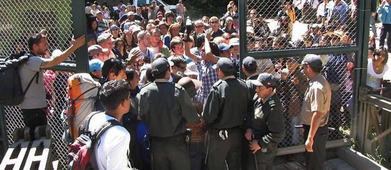 Turistas bloquearam ponte de entrada a Machu Picchu por duas horas no Peru Foto de Aurelio AlejoAFP Photo