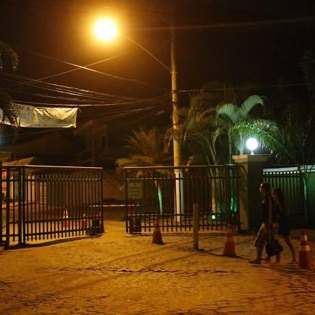 O Condomínio Floresta Park, que foi construído nas imediações do Parque da Pedra Branca (Foto: André Teixeira Agência O Globo)