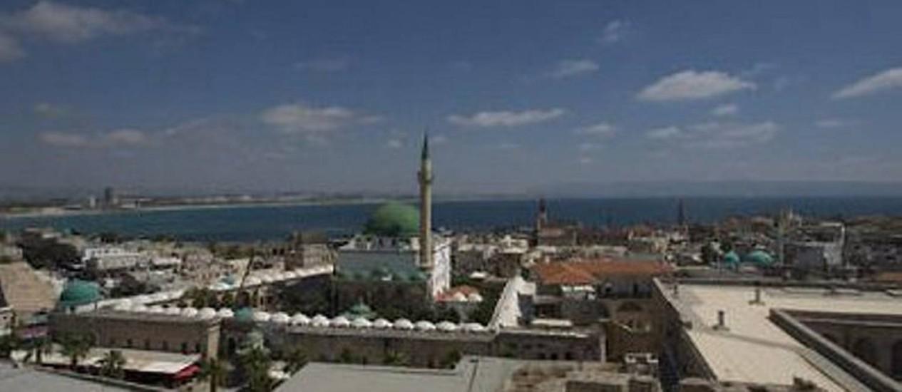 Vista da cidade portuária no Norte de Israel, considerada um marco no Cristianismo. Foto: Ariel Schalit
