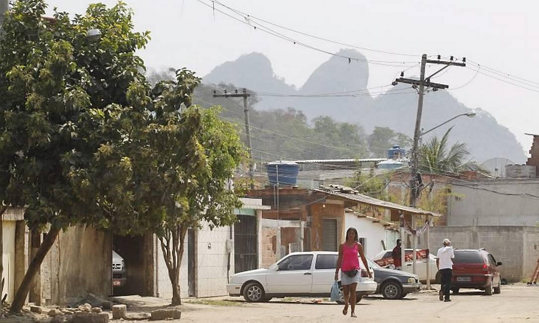Movimentação de moradores da Vila Autódromo (Foto: Márcia Foletto Agência O Globo)