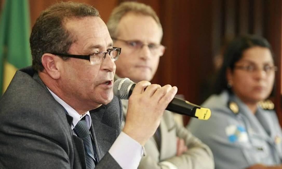 Secretário de segurança anuncia o novo comandante-geral da PM (Foto: Fabiano Rocha Extra Agência O Globo)