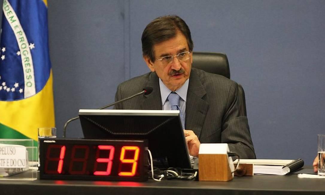Cezar Peluso lê nota de repúdio a declarações de corrgedora. foto: Givaldo Barbosa