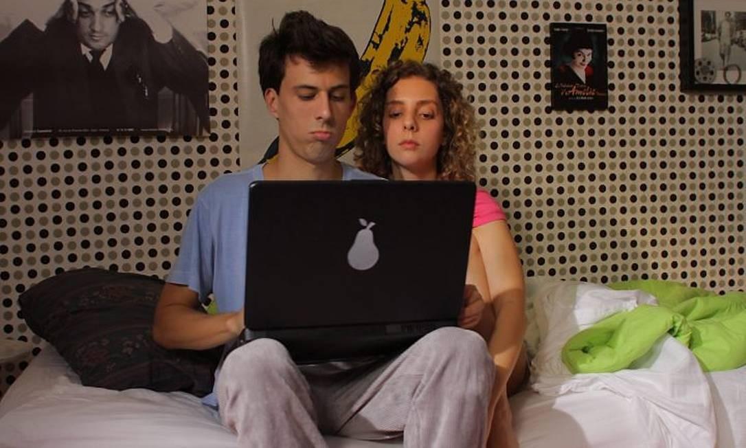 Nina e seu melhor amigo gay, da websérie 'Quero ser solteira'. Foto: divulgação