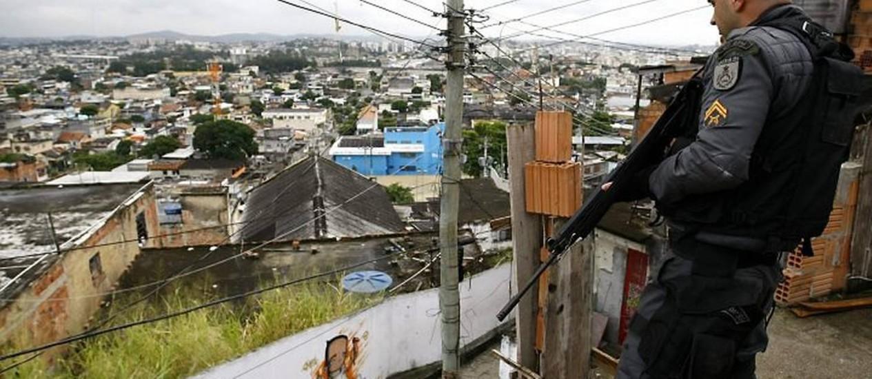 Polícia ocupa o Morro do Juramento, em Vicente de Carvalho Foto: Pablo Jacob O Globo