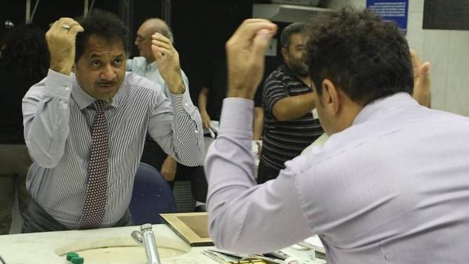 O deputado federal Tiririca, na barbearia do Senado, onde deu R$ 75,00 de gorjetaFoto de Aílton de Freitas