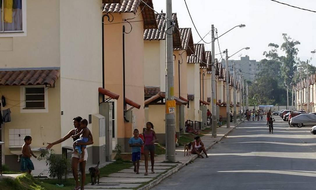 Miliciano vendem apartamento do programa Minha Casa, Minha Vida no condomínio Ferrara, em Realengo (Foto: Domingos Peixoto Agência O Globo)