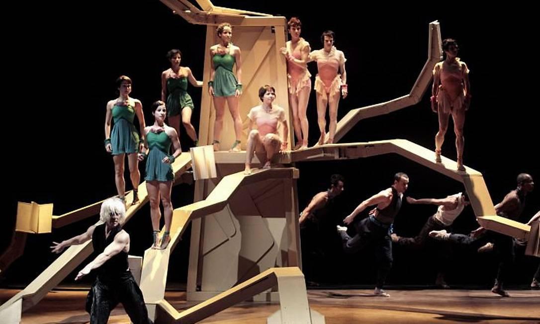 Ensaio do espetáculo 'Tatyana', de Deborah Colker, em Duque de Caxias - Foto Mônica Imbuzeiro Agência O Globo