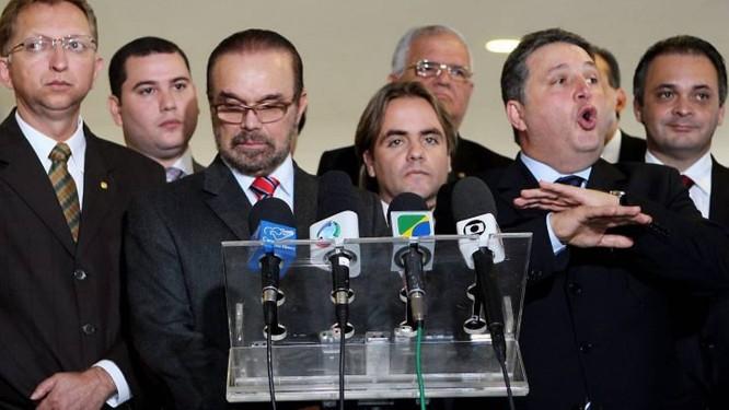 Bancada evangélica fala com a imprensa após reunião com Gilberto Carrvalho. Foto: Gustavo Miranda