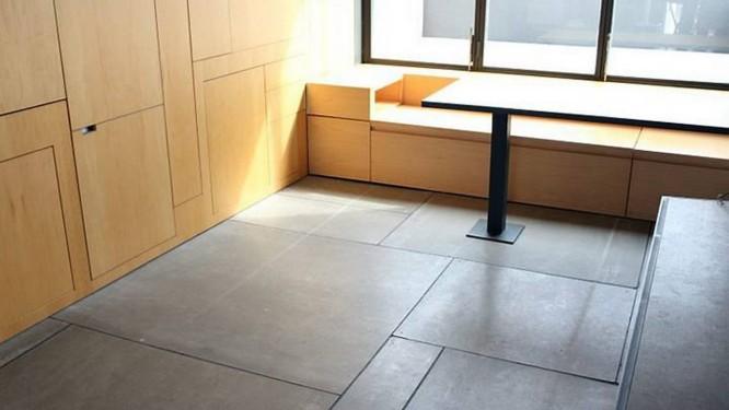 Partículas de madeira e cimento resistente servem de suporte para a criação de nichos e armários Foto: Lucia Carretero