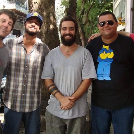 A banda Bloco do Eu Sozinho: Melvin, Rodrigo Costa, Barba, Bubu Trompete e Gabriel Bubu