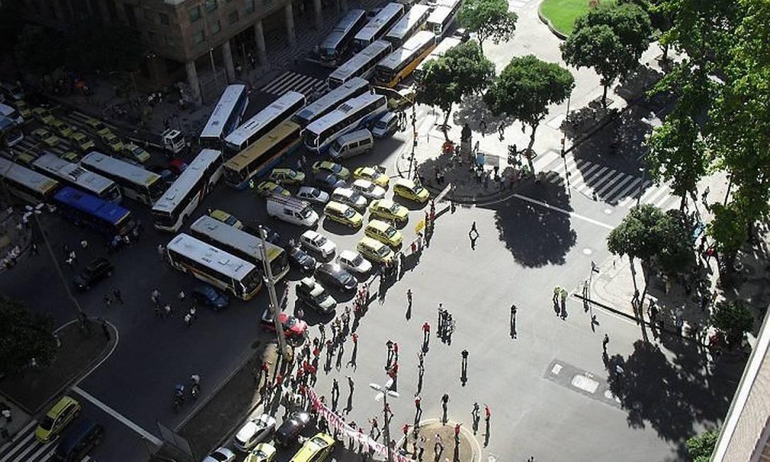 Bombeiros protestam no Centro e deixam trânsito congestionado na quarta-feira. Foto: leitor Renato Siqueira