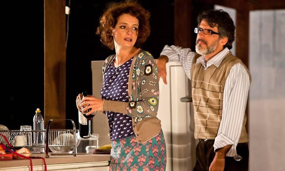 Denise Fraga e Kiko Marques formam um casal em crise na peça 'Sem pensar'