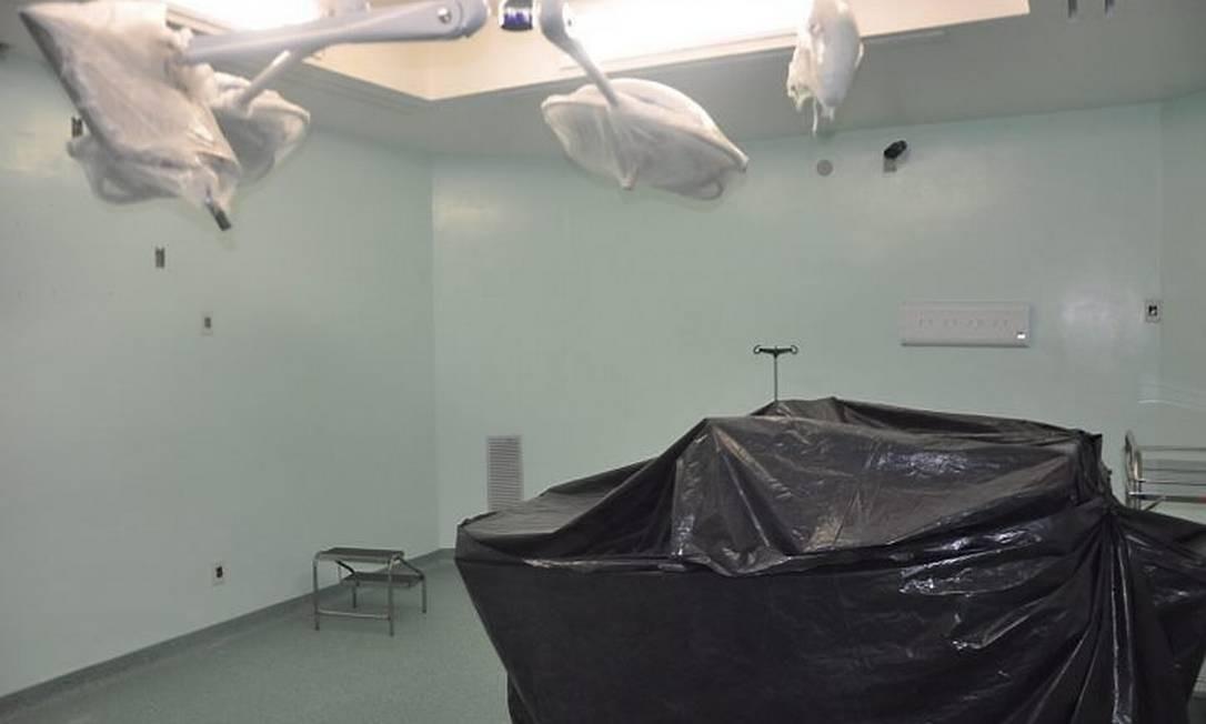 Imagens de equipamentos não utilizados na sala de cirurgia do Hospital Escola da Universidade Federal do Piauí Foto: Efrém Ribeiro
