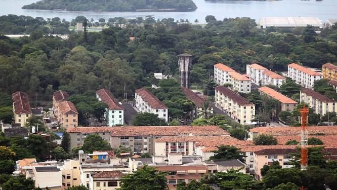 IAPI da Penha, construído em 1949, com 1.248 unidades em 44 blocos, ainda hoje é uma espécie de oásis na região. Foto de Marcia Foletto Agência O Globo