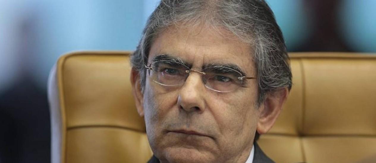 Ministro Ayres Britto acompanha julgamento. Foto: STF
