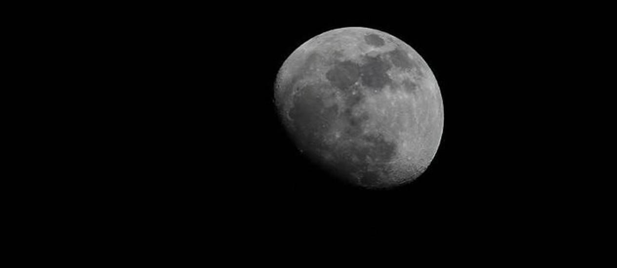 A lua quarto minguante da foto de Ralph H. Bernstein divulgada pela Nasa