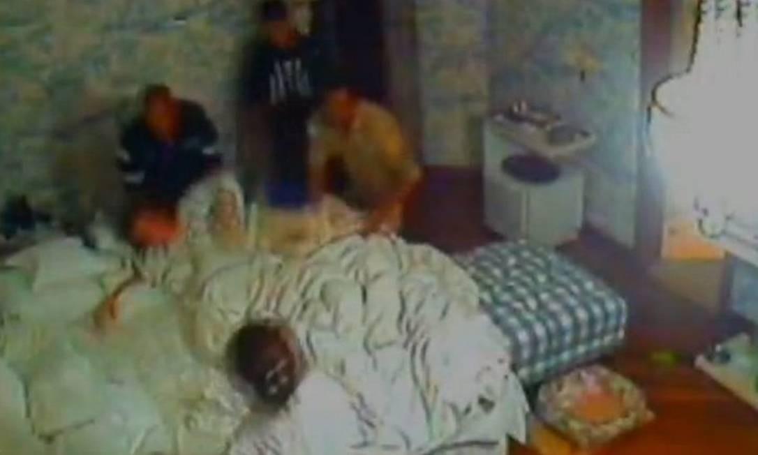 Gravação mostra médico orientando promotora - Imagens de circuito interno e documentos apreendidos pela Polícia Federal mostram um psiquiatra ensinando a promotora Deborah Guerner a se fingir de louca - Foto: ReproduçãoTV Globo