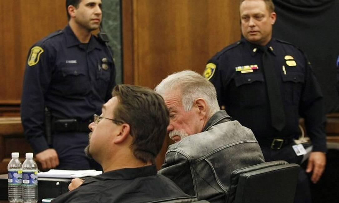 O pastor Terry Jones (ao centro) em tribunal nos EUA na sexta-feira - Reuters