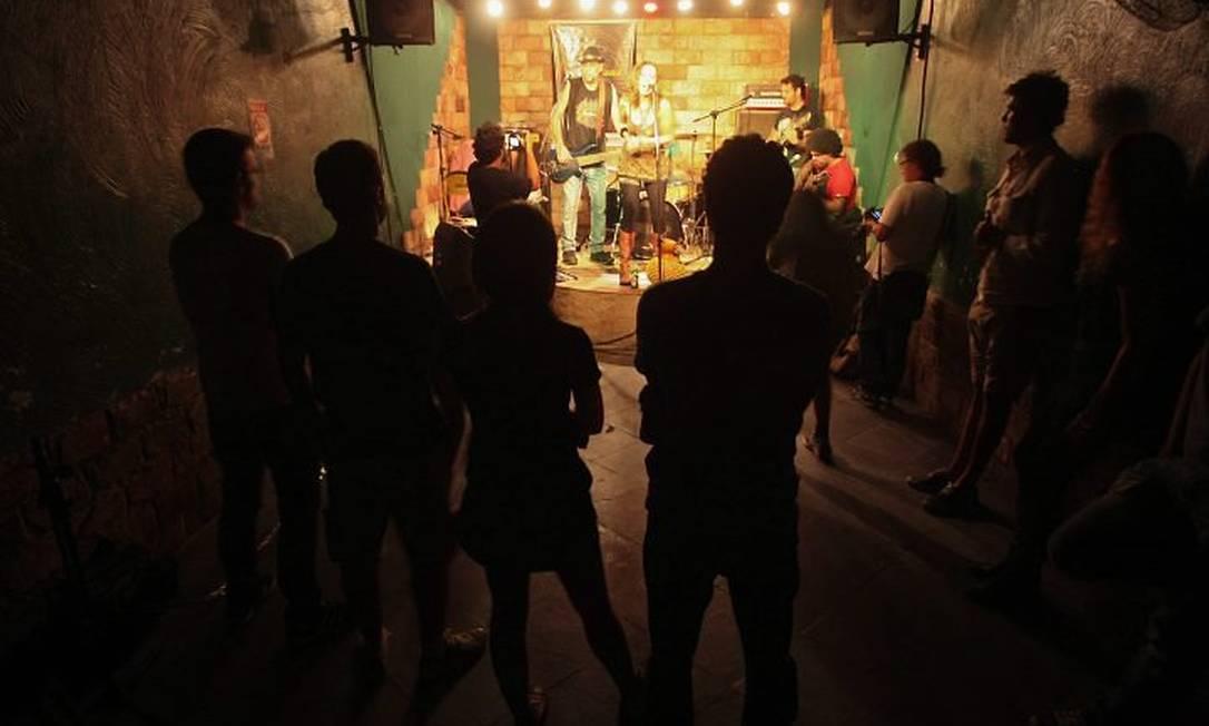 No palco,um show para poucos espectadores: rotina da casa. Foto: Pedro Kirilos