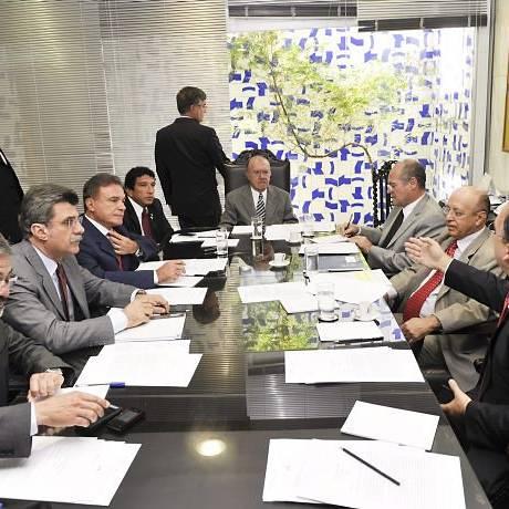 Reunião de líderes em que Sarney apresentou proposta de plebiscito sobre comercialização de armas. Foto: José Varella - Agência Senado