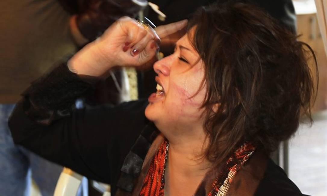 Iman al-Obeidi em 26 de março, no hotel em Trípoli onde estavam jornalistas estrangeiros - AP