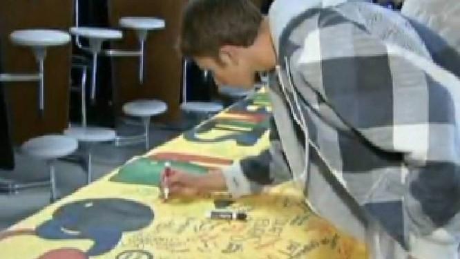 Cartaz feito por alunos da cidade de Columbine - Foto: Reprodução