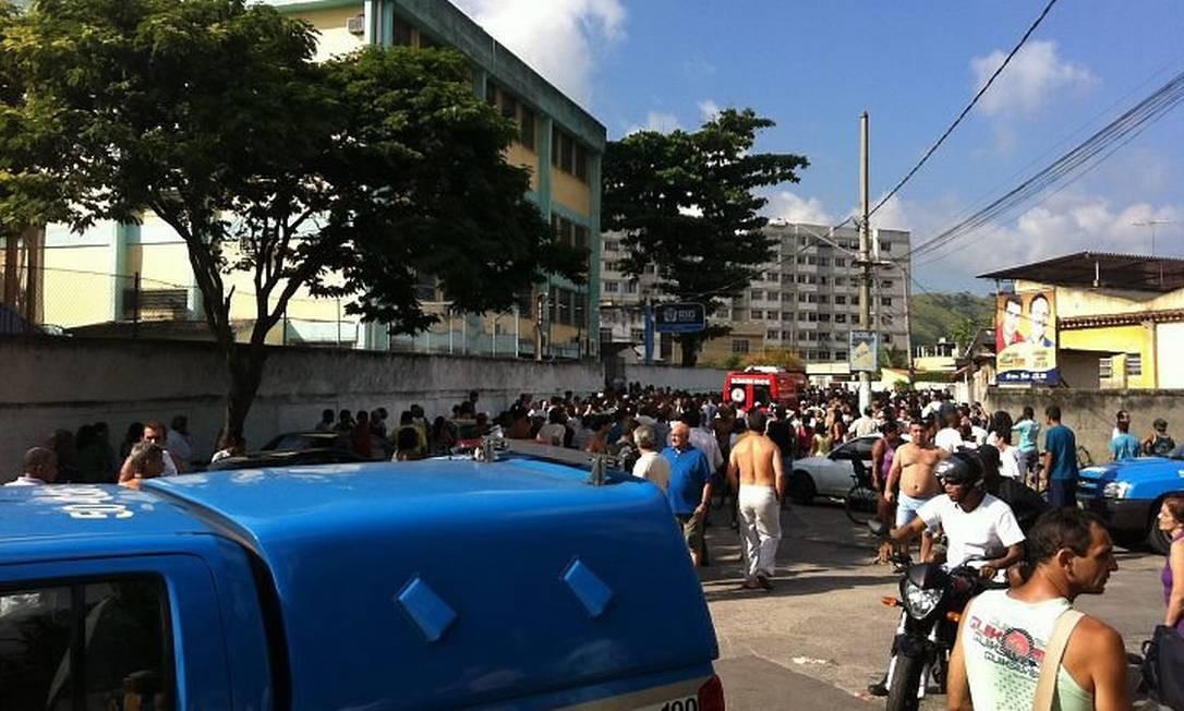 Movimentação na escola de Realengo Foto do leitor Leonardo Reias