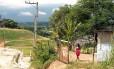 Moradora volta a viver no Bumba, em Niterói, por causa dos atrasos no pagamento do aluguel socialFoto: Gustavo Stephan - O Globo