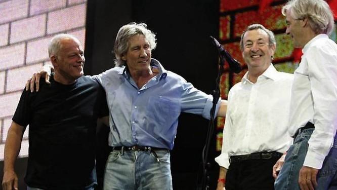David Gilmour e Roger Waters (à esquerda) com o Pink Floyd em 2005 AFP