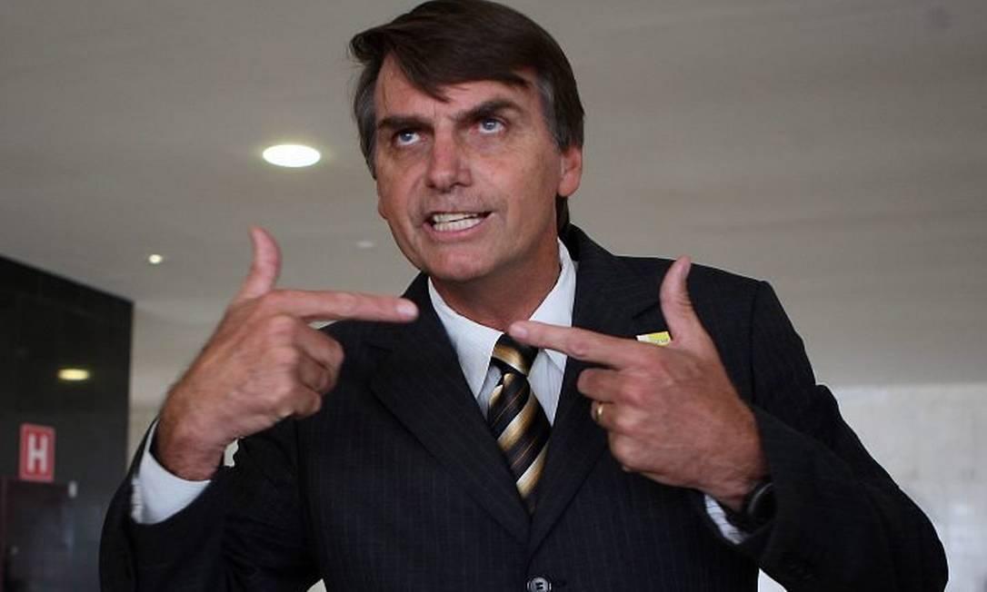 Bolsonaro vai ao velório de Alencar e diz que está se lixando para o movimento gay. Foto: Gustavo Miranda