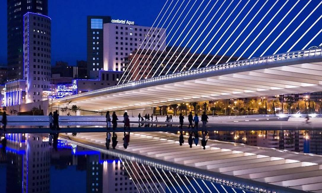 Cidade das Artes e Ciências: projeto de Santiago Calatrava em Valencia pode lembrar tanto a metade de um esqueleto de baleia como um olho gigante Foto: Stefano Buonamici The New York Times