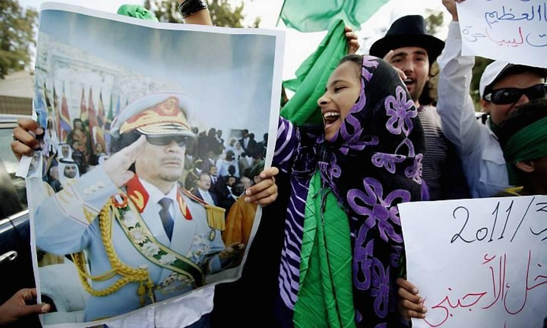 Apoiadores de Muamar Kadafi em Trípoli realizam protesto contra as forças opositoras ao líder líbioFoto:Reuters
