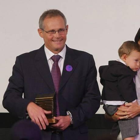 José Mariano Beltrame, recebeu o Prêmio Personalidade do Ano, ao lado da mulher Rita e do filho Marco Antônio Teixeira