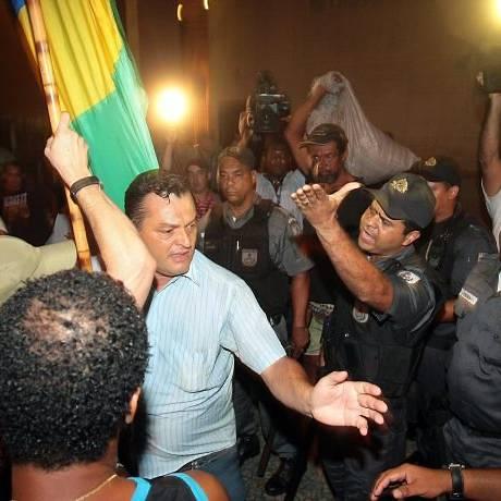 Protesto em frente ao consulado americano contra a vinda do Presidente dos EUA Obama ao Brasil Foto Pedro Kirilos