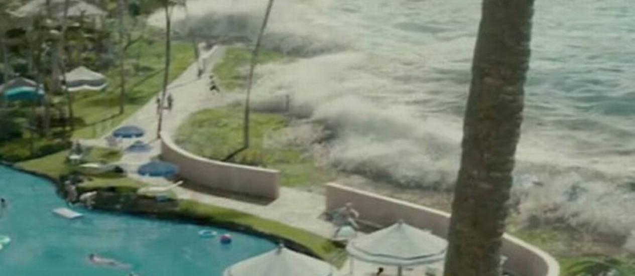 Tsunami no filme 'Além da vida', de Clint Eastwood Crédito: Reprodução