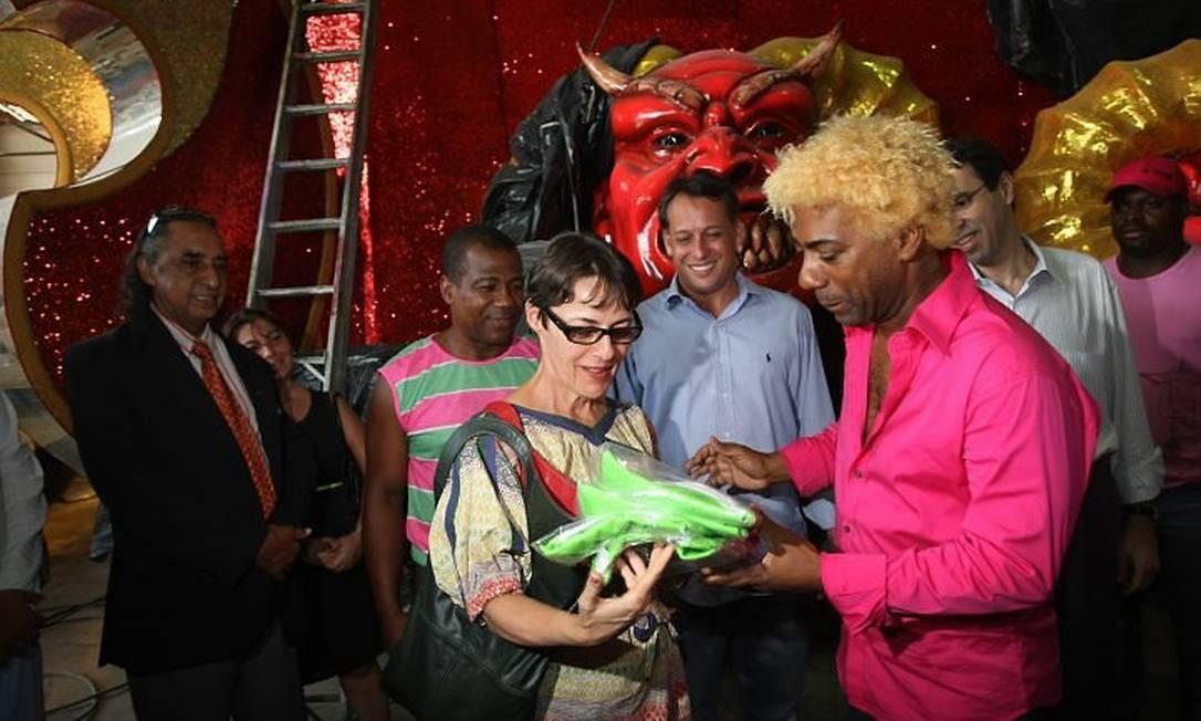 A ministra da Cultura, Ana de Hollanda, em visita à Cidade do SambaFoto de Hudson Pontes