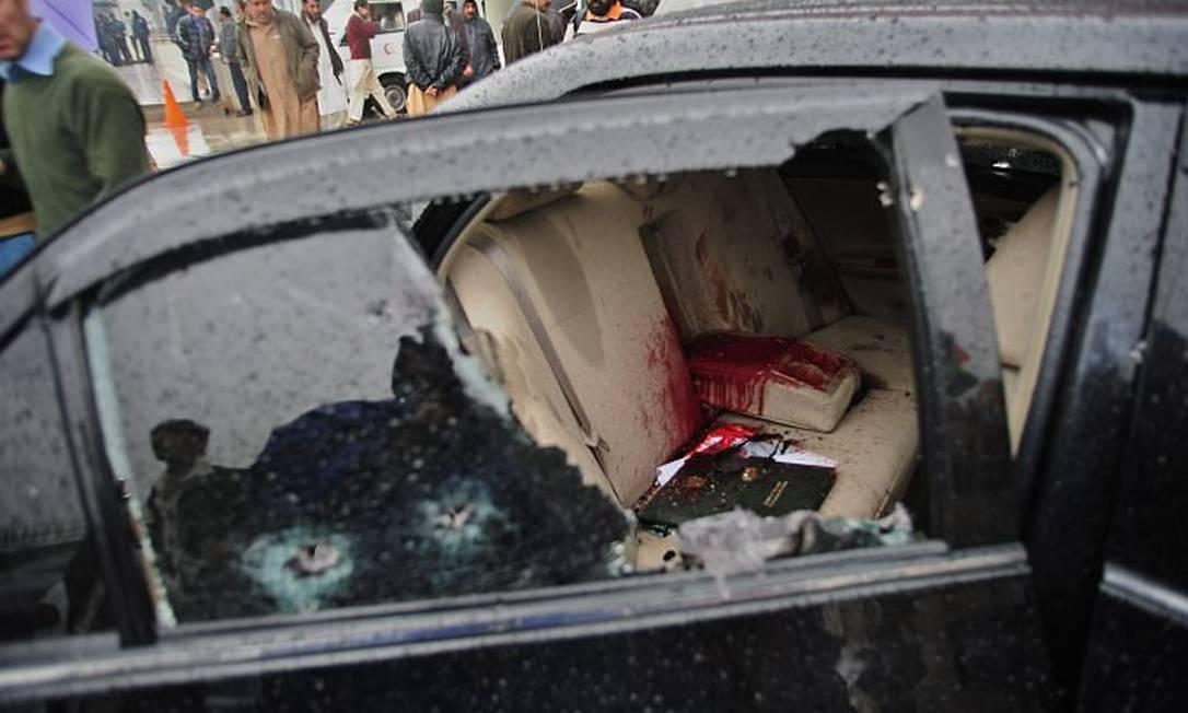 O carro do ministro Shahbaz Bhatti após o ataque - AFP