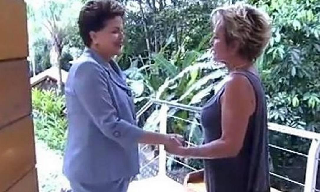 Dilma Rousseff é recebida pela apresentadora Ana Maria Braga no estúdio do Mais Você - Reprodução TV Globo