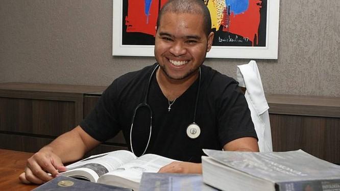 Shelyson Henrique Magalhães estudou medicina na Bolívia Givaldo Barbosa